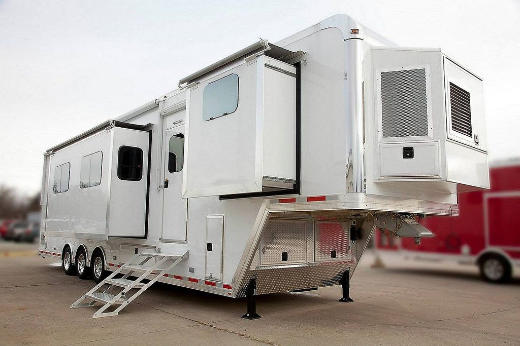 8 5 X 40 Custom Aluminum Living Quarters Beckercustomtrailers