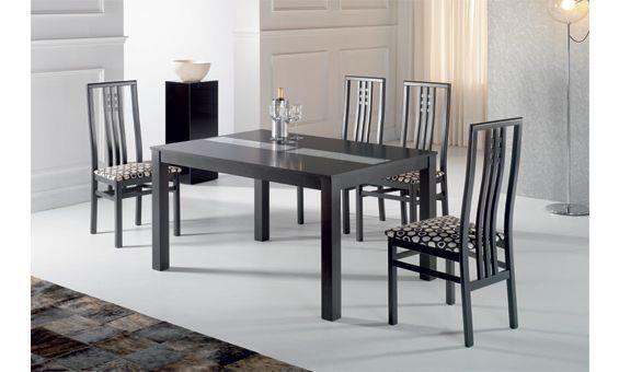 Comedor para cuatro personas en tonos gris y negro, las sillas co ...