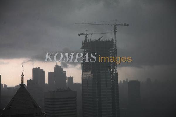 Pemandangan Kota Jakarta Yang Diselimuti Awan Gelap Jumat 8 11 2013 Siang Saat Ini Sejumlah Daerah Di Tanah Air Termasuk Jakarta S Movie Posters