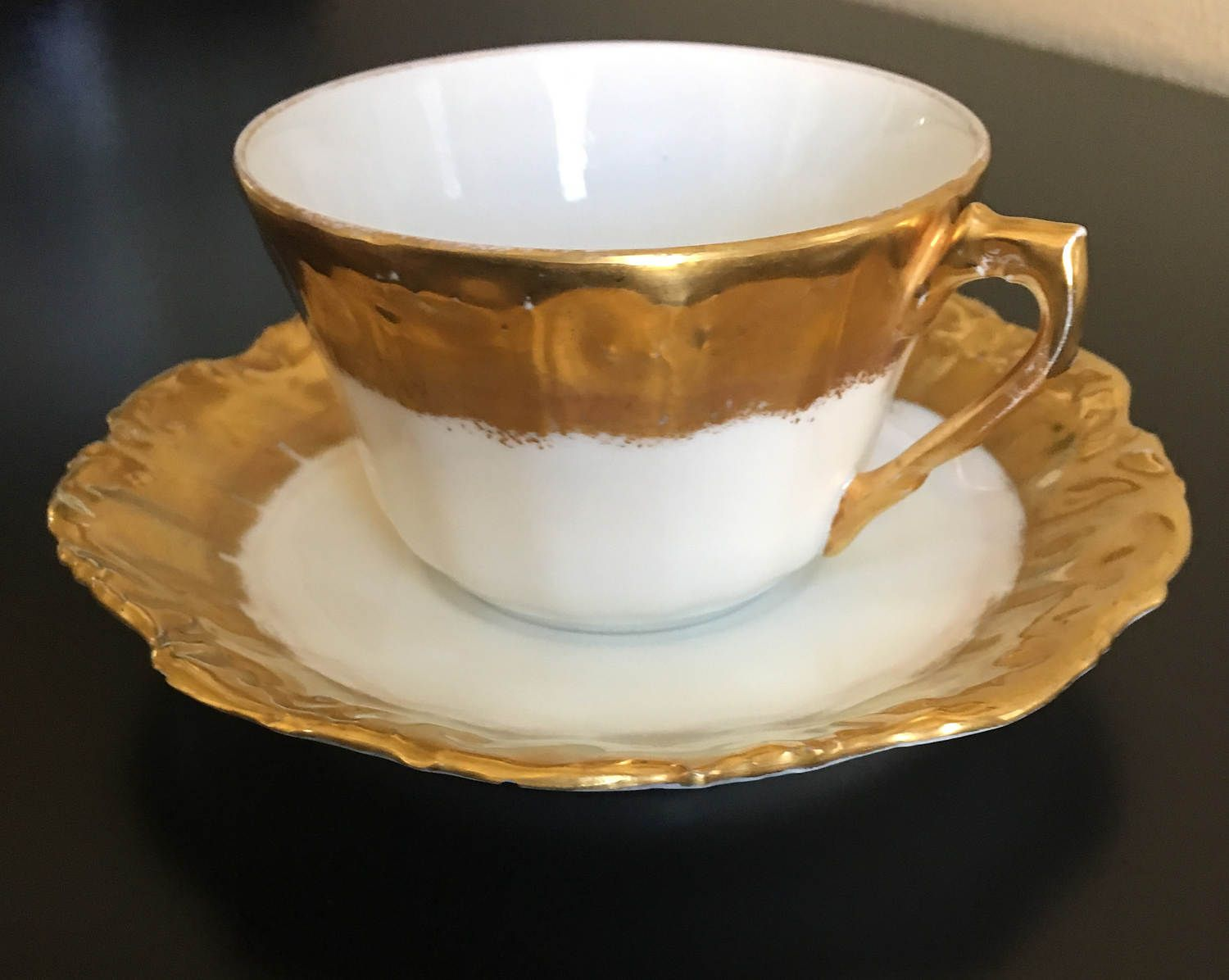 trim saucer Brown with gold