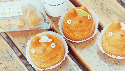 adorable Totoro Creme Puffs with different creme fillings! - from Shiro Hige's cream puff factory in Tokyo!!!