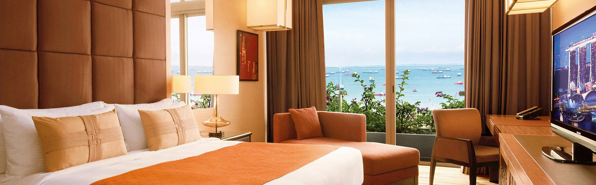 deluxe room at marina bay sands hotel 39 square metres with calming contemporary dcor