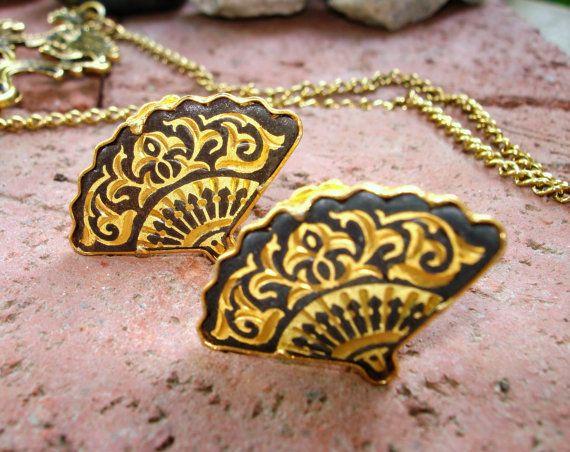 Vintage Spanish Style Folding Fan Earrings by SinginHoundBeadz, $17.50