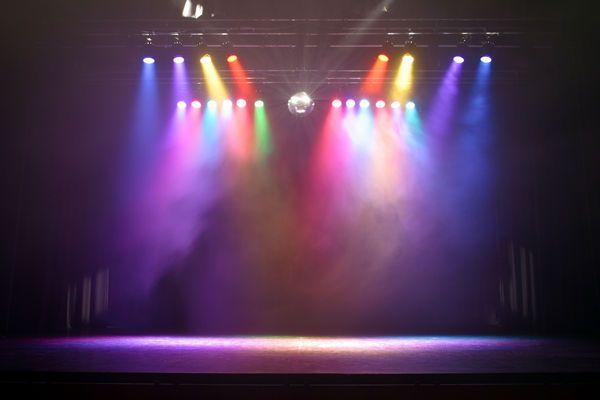 (3.) The Voice gaat over vier meisjes die samen een band hebben. Zij treden op en voelen hoe het is om op het podium te staan. Nadat ze klaar zijn blijkt het dat één van hun weg moet en moeten de meiden een hartverscheurende beslissing nemen. Het podium is ook de plek waar toch alles tot een goed einde komt.