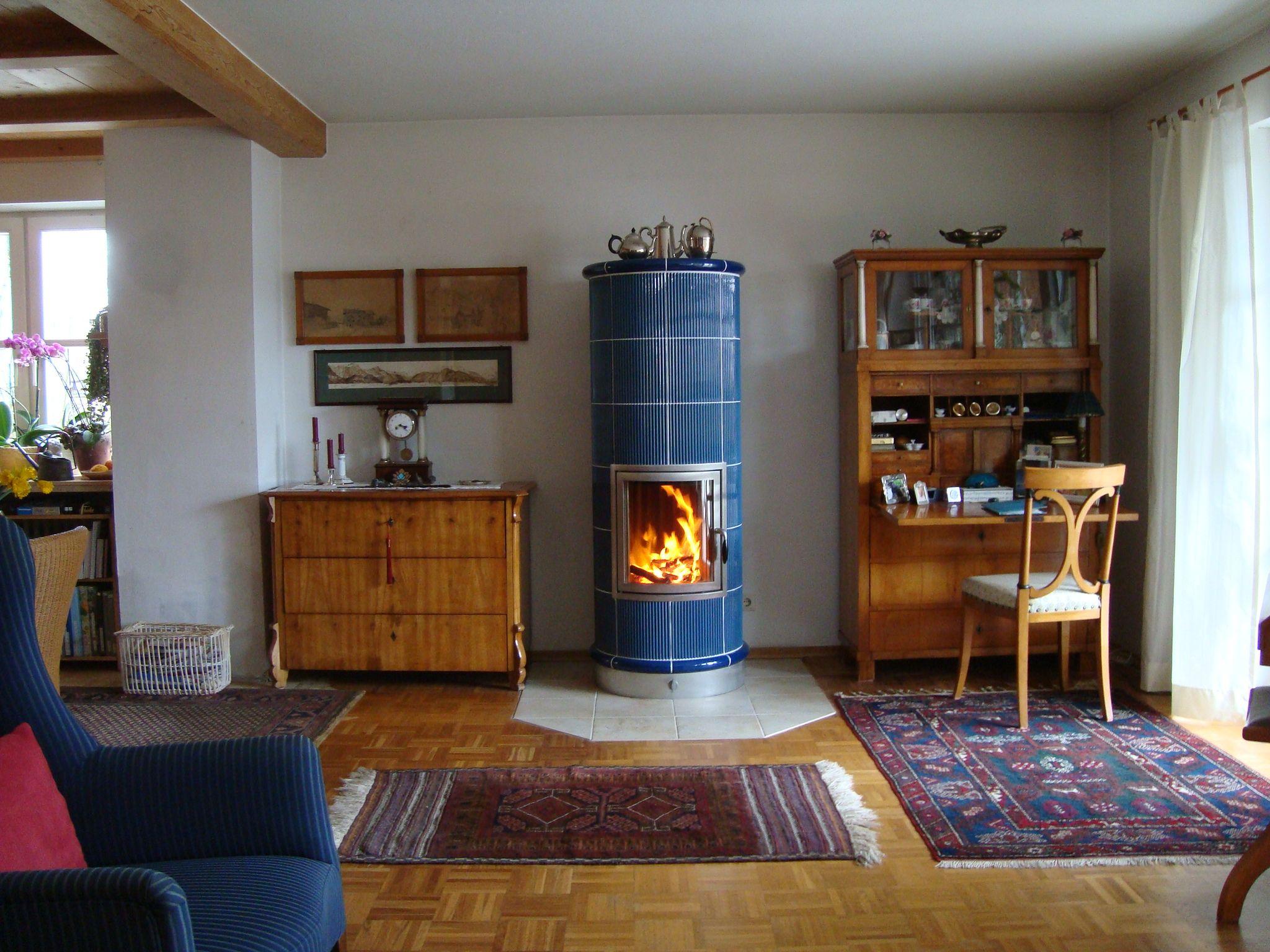 stilofen mit blauen gebrannten kacheln ofen kamin fireplace stil fen. Black Bedroom Furniture Sets. Home Design Ideas