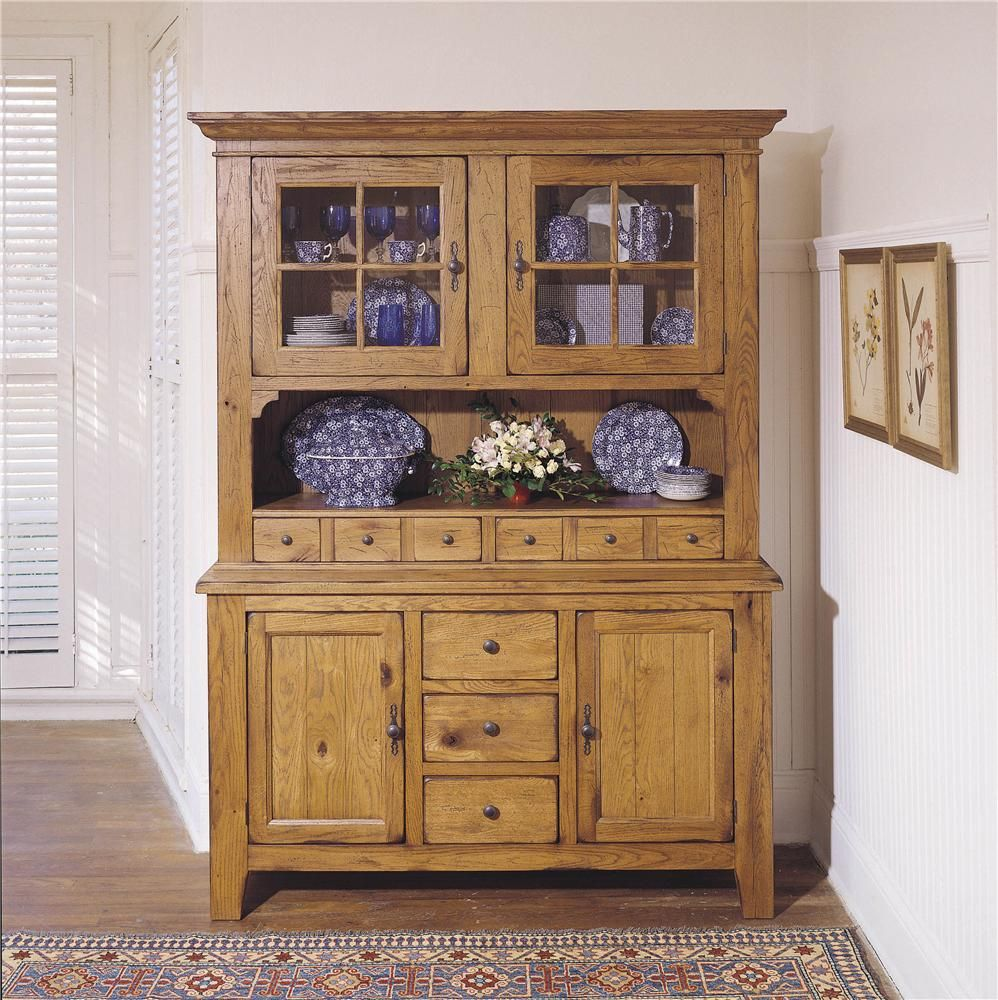 Attic Heirlooms Dining China Cabinet By Broyhill Furniture Broyhill Furniture China Cabinets And Hutches China Furniture