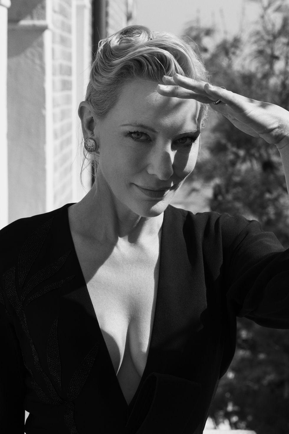 Tutto il fascino incredibile di Cate Blanchett in abito Armani è racchiuso in queste foto d'autore