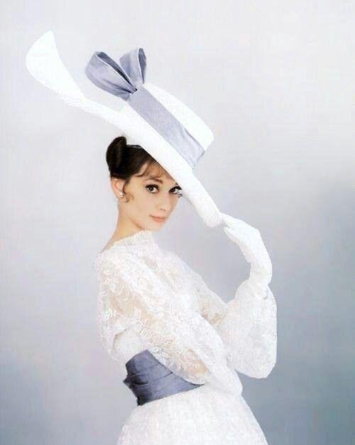 audrey with big hat hats audrey hepburn audrey hepburn style und audrey hepburn costume. Black Bedroom Furniture Sets. Home Design Ideas