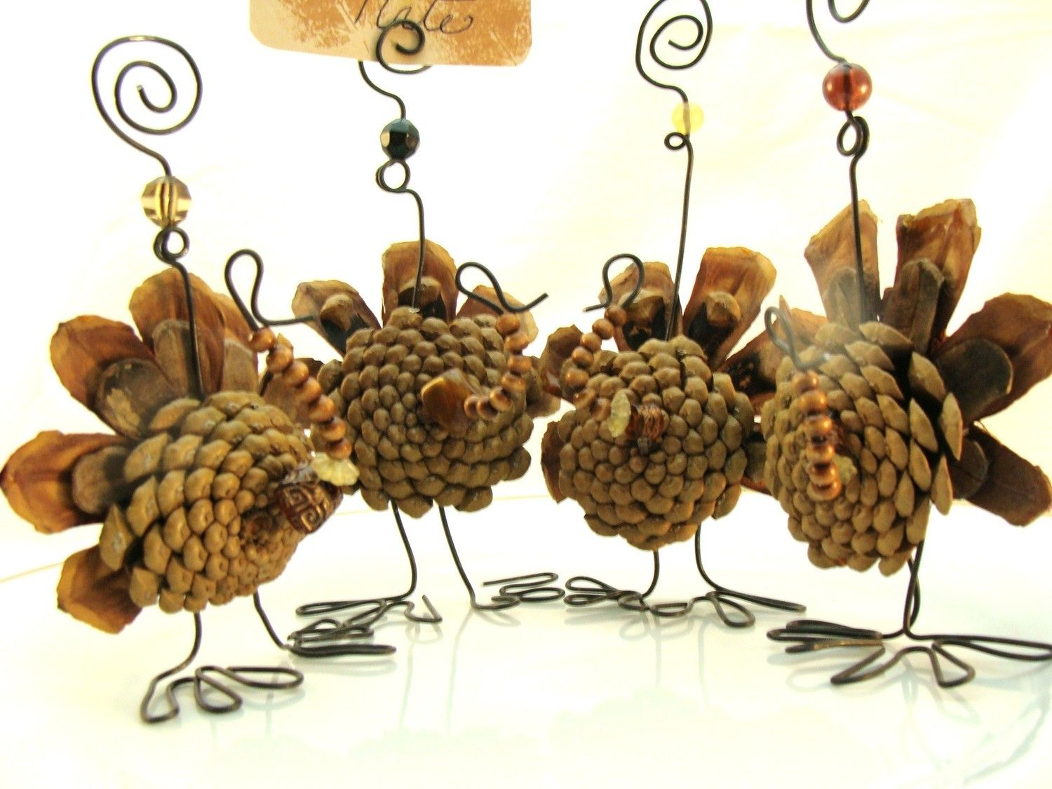 Turkeys made from pine cones and wire Clever Holidays Pinterest