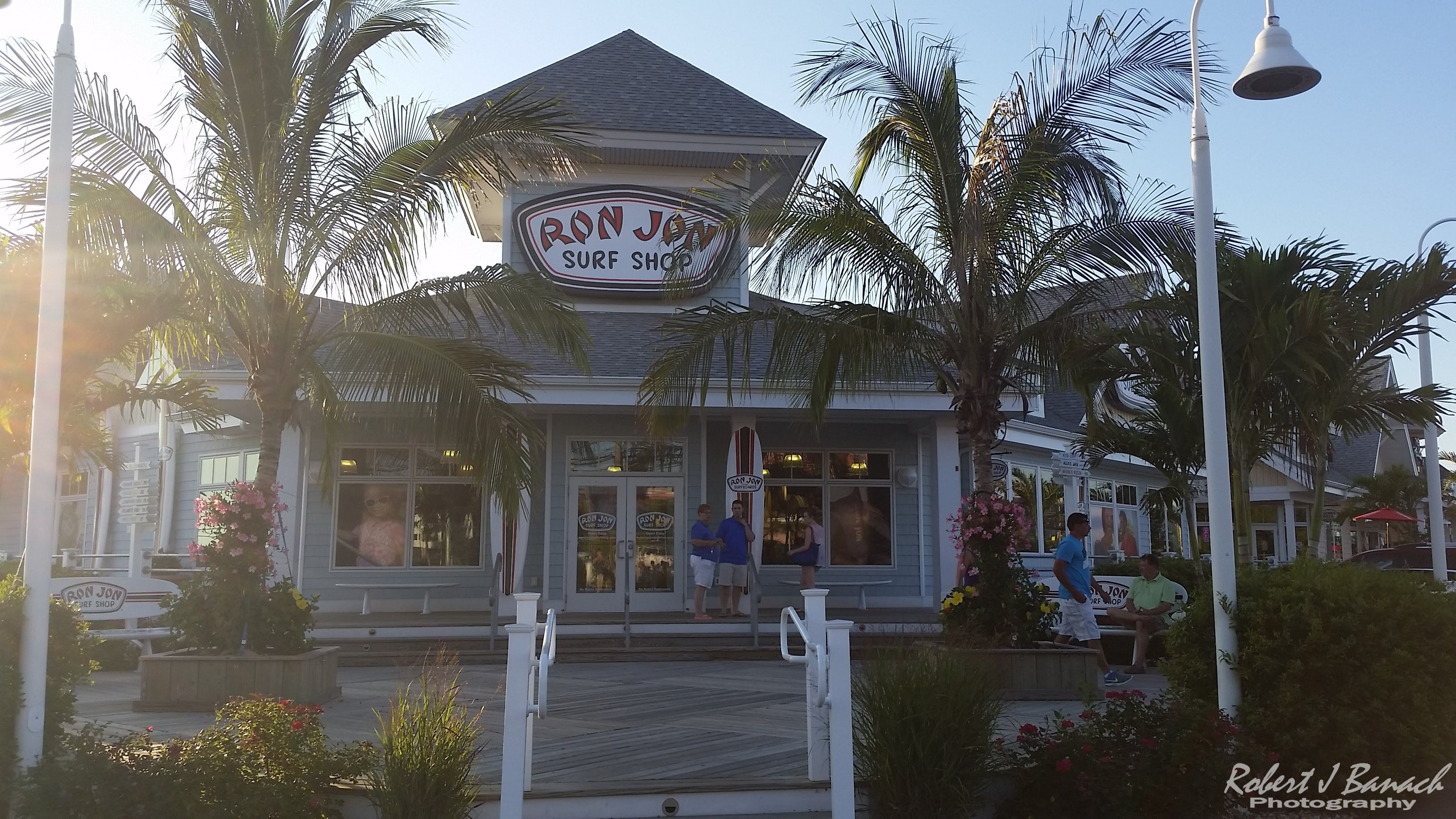 67th st towncenter a great place to shop and eat