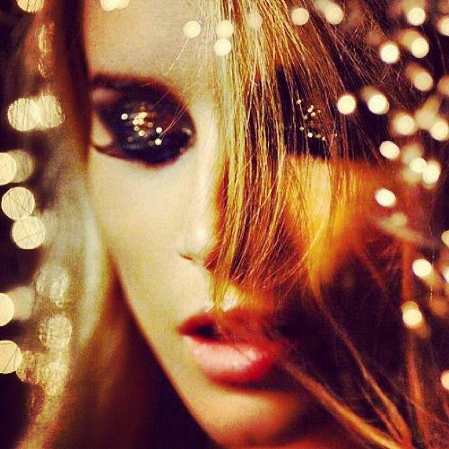 FESTA! #maquiagem #balada #natal #AnoNovo #luzes #garota