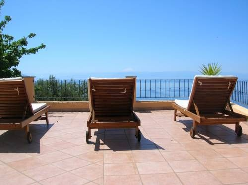 Residence Al Belvedere Salina   OLIVIA AGYAPONG SAMBUCA has just reviewed the hotel Residence Al Belvedere Salina in Leni - Italy #Guestaccommodation #Leni