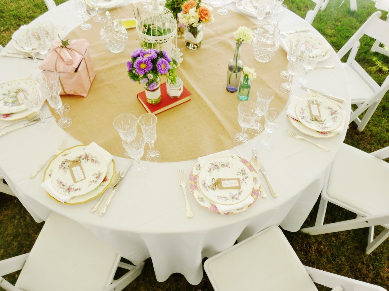 Table runner on round table - Round Wedding Table Mats Round Hessian Table Mat Table Dressings Hessian Makes Anything Look