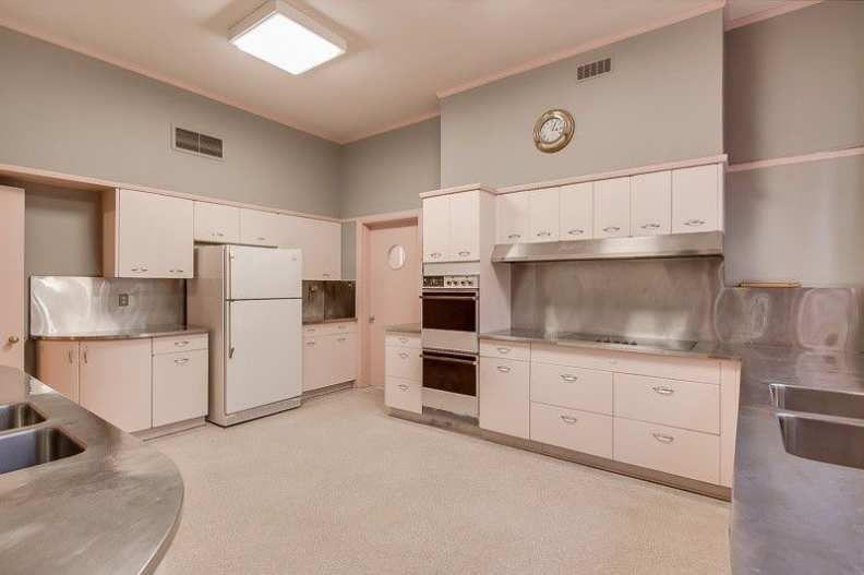 1925 Tudor Revival Memphis Tn 1 500 000 Old House Dreams Mansions For Sale Mansion Interior Design Mansion Kitchen