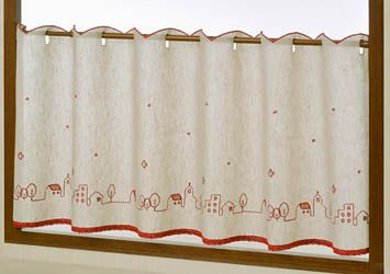 カフェロール マドレーヌ ベージュ 赤のステッチがとても印象的♪刺繍でイラスト風に表現しました。お手入れ簡単な麻混生地なので汚れやすいキッチンなどにもおすすめです。