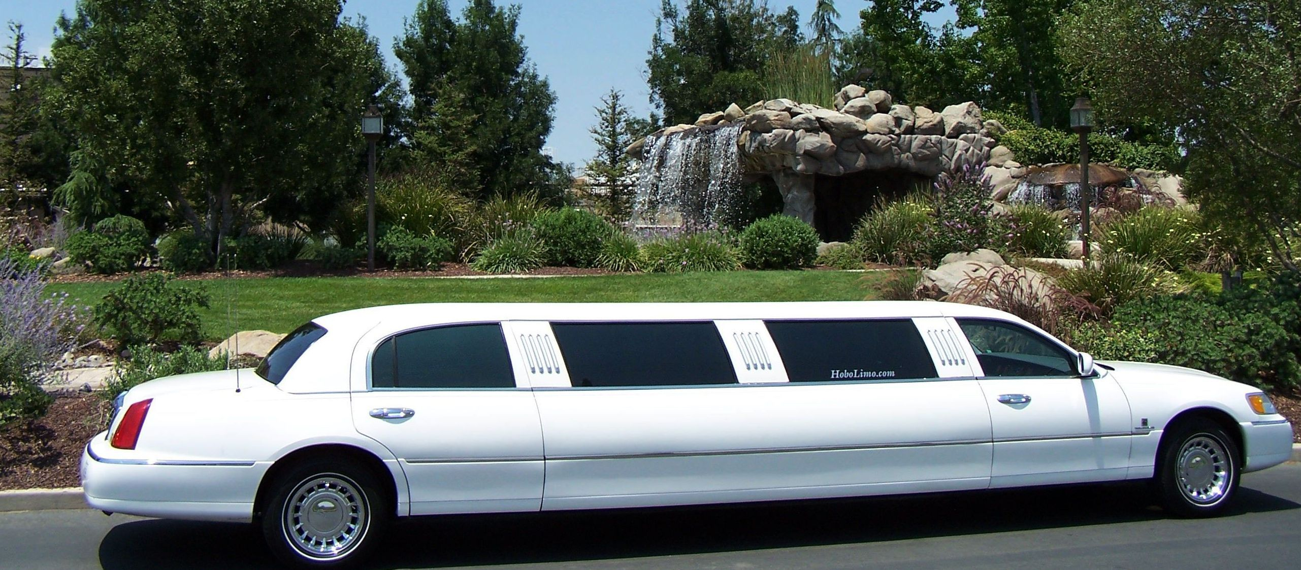 wedtipwed have your limo company show up at least 15 minutes early to pick