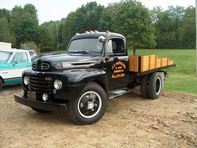 Love Old Flatbeds Trucks Ford Trucks Old Pickup Trucks
