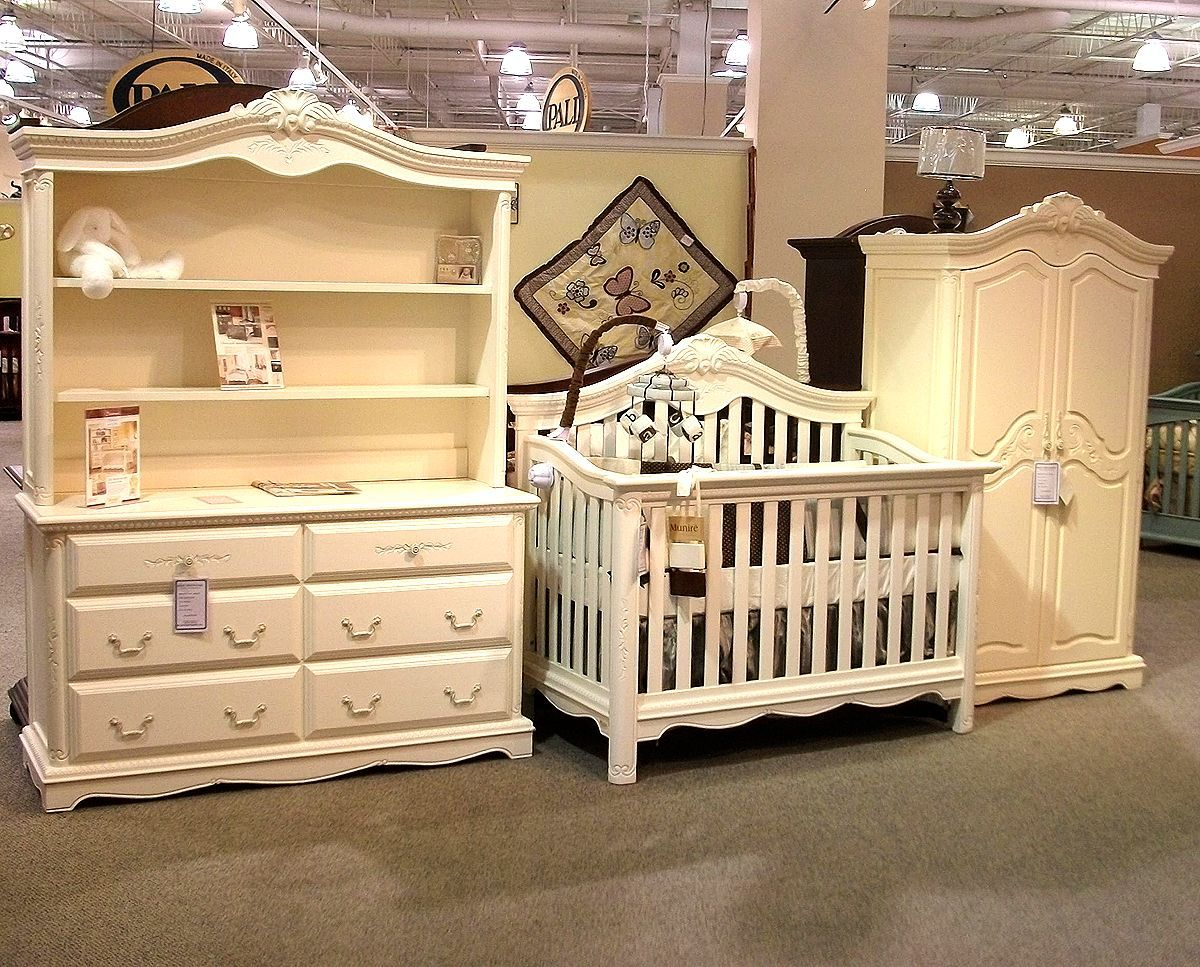 Munire Savannah Collection in Great Beginnings' Showroom | Baby