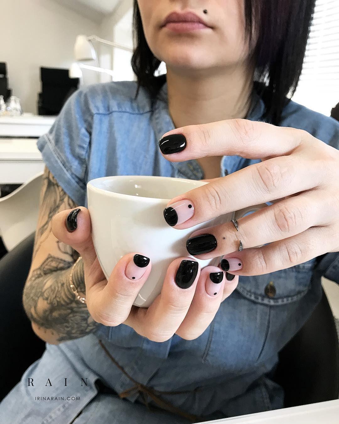 Minimal Nails | Black Crescent | UÑAS | Pinterest | Diseños de uñas ...