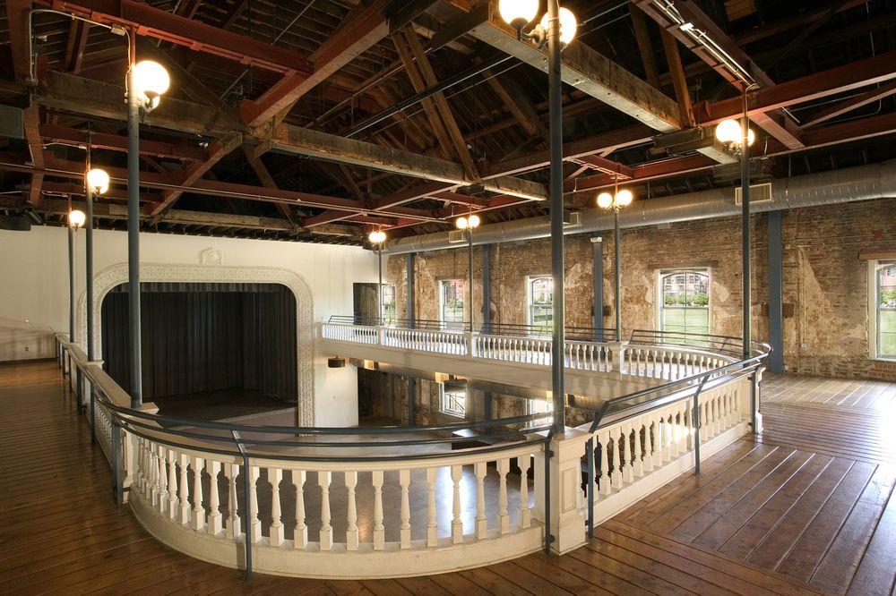 Turnhalle Upstairs