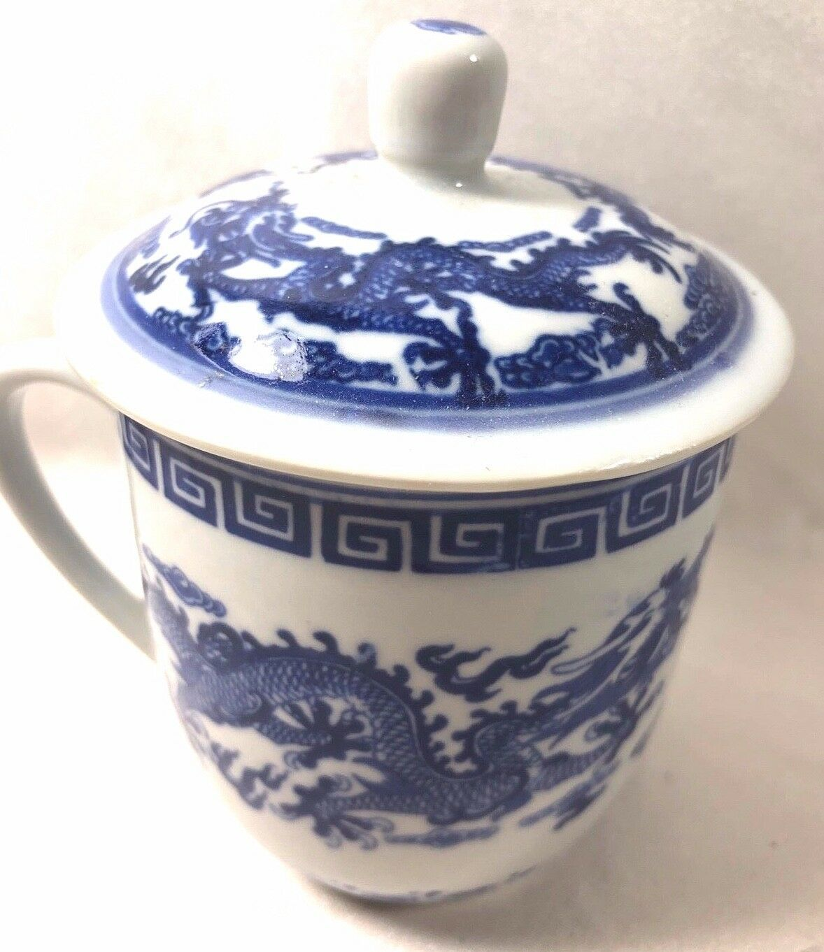 Dragon Pattern Blue and White Chinese Porcelain Mug with Lid
