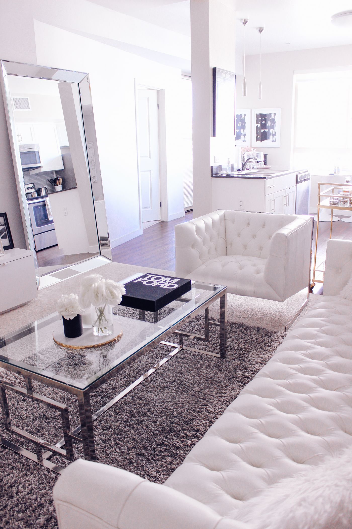 4 Reasons Why Your Home Needs A Leaner Mirror Modern White