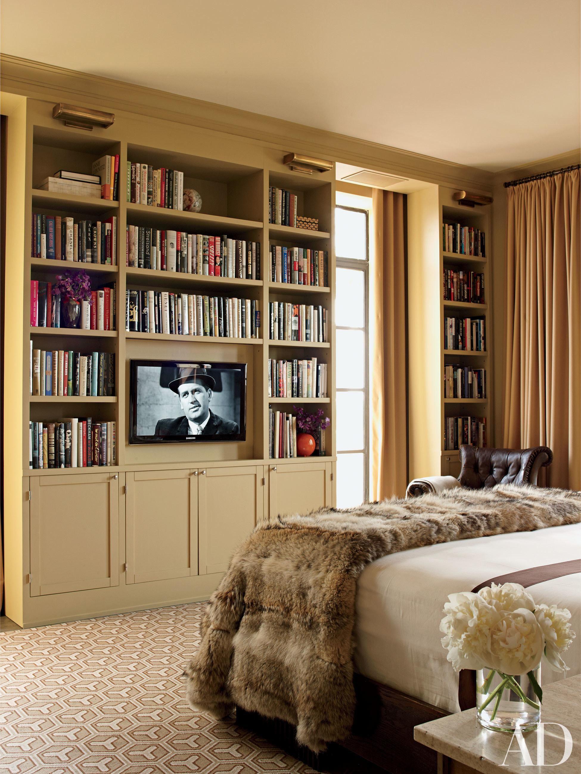 спальня с книжным шкафом фото водной глади