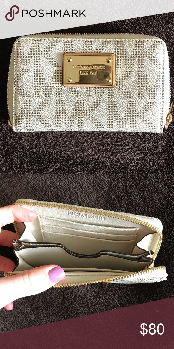 58d179b3012b Michael Kors Small Wallet Beautiful white and gold Michael Kors .