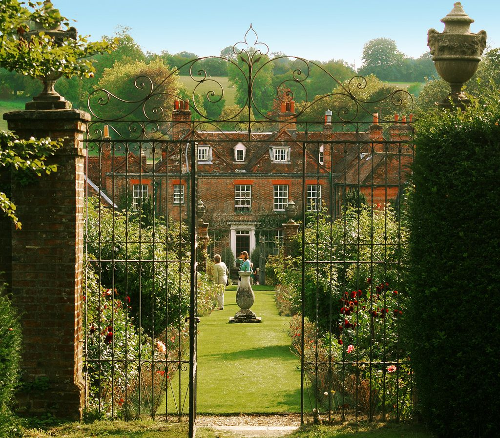 Bramdean House in Hampshire The beautiful gardens of 18th century ...