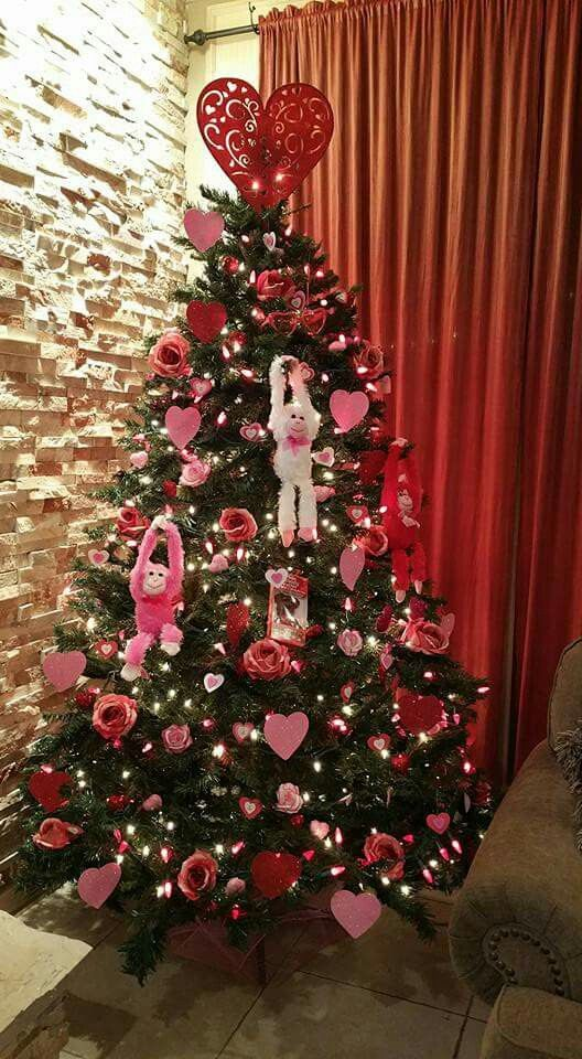 My Valentine's Tree - First year I decorate (Christmas) tree all ...