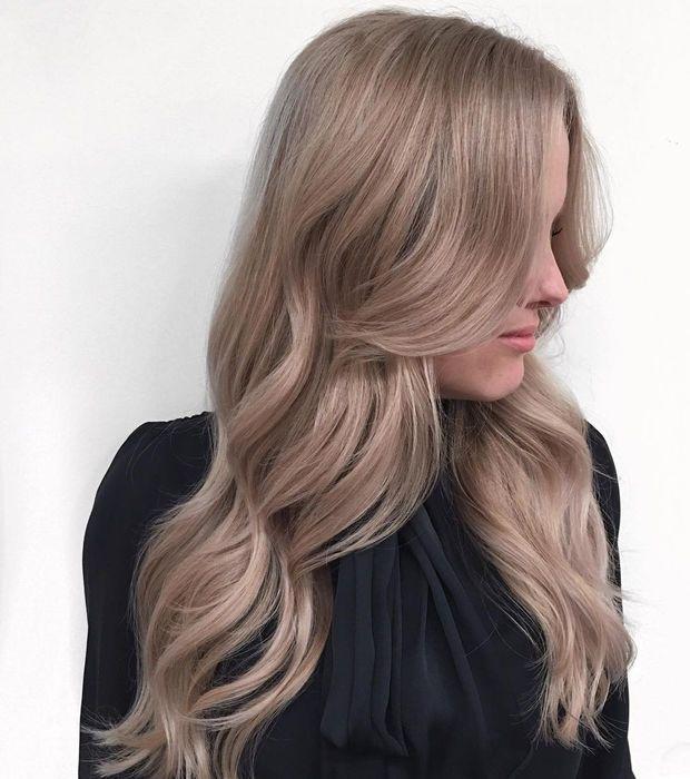 Blond Cendré Une Coloration Qui Ne Va Pas à Tout Le Monde Comment L Adopter Cheveux Blonds Beige Idées Cheveux Blonds Cheveux Beiges