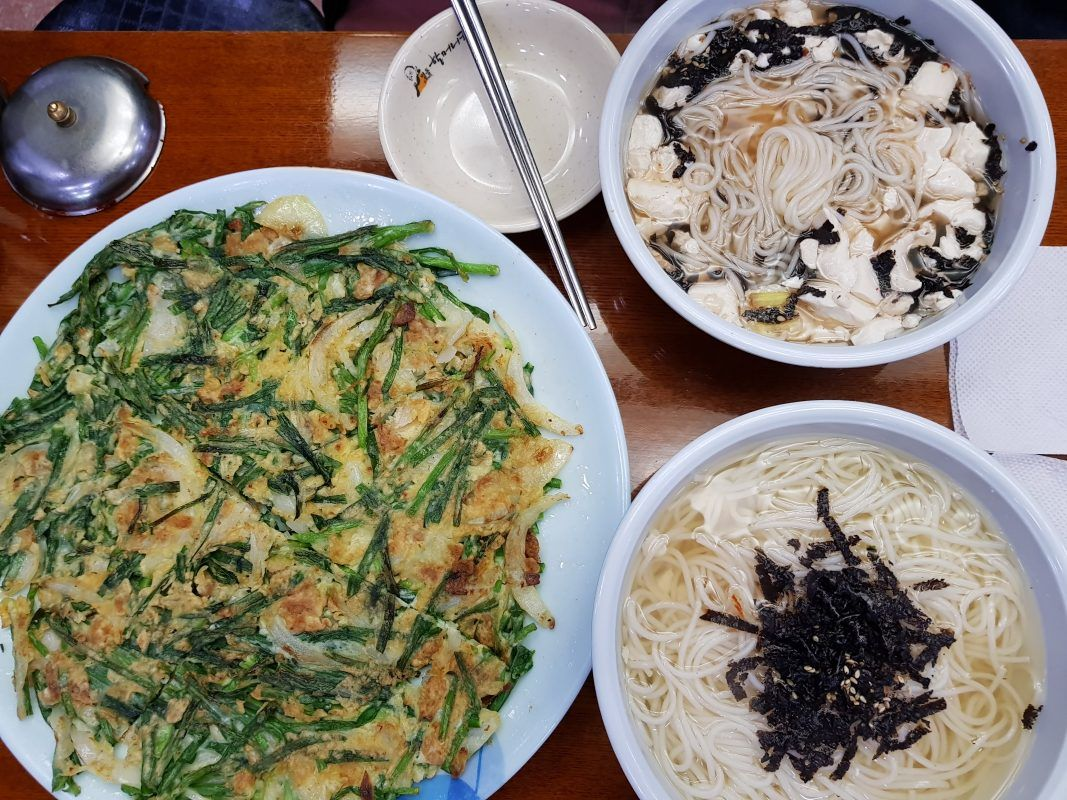 What To Eat In Myeongdong Guide To Best Restaurants In Myeongdong Food Eat Foreign Food