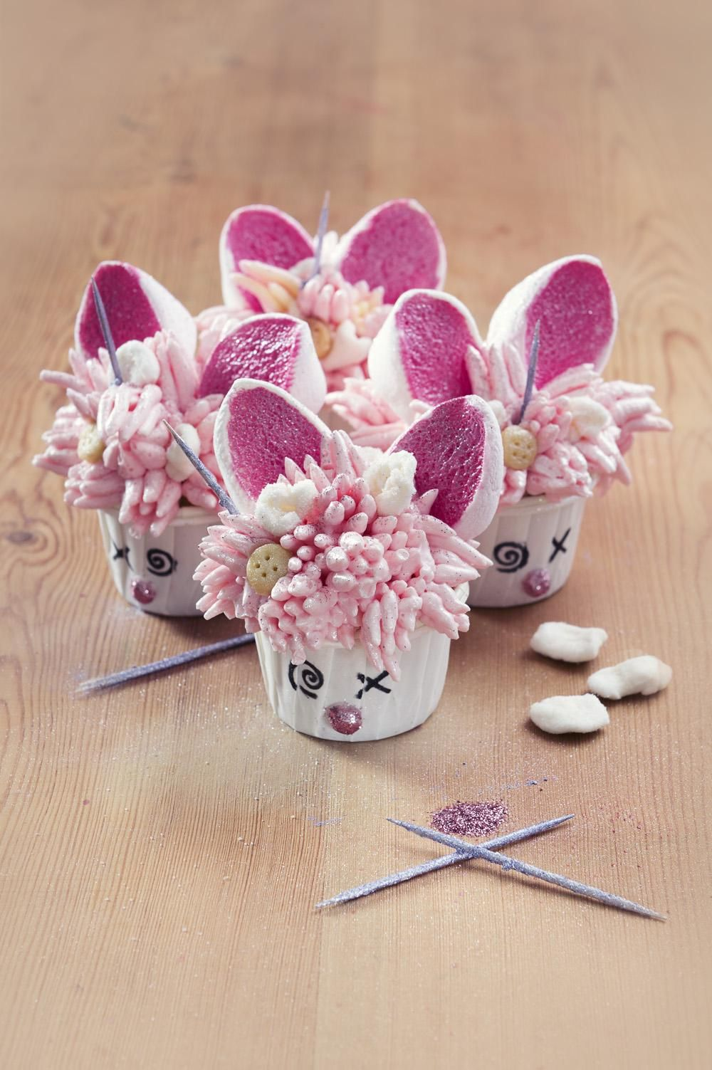 [HOMEMADE][PASTRY] Cuddly bunny cupcake - Vanilla cake with marshamallows buttercream