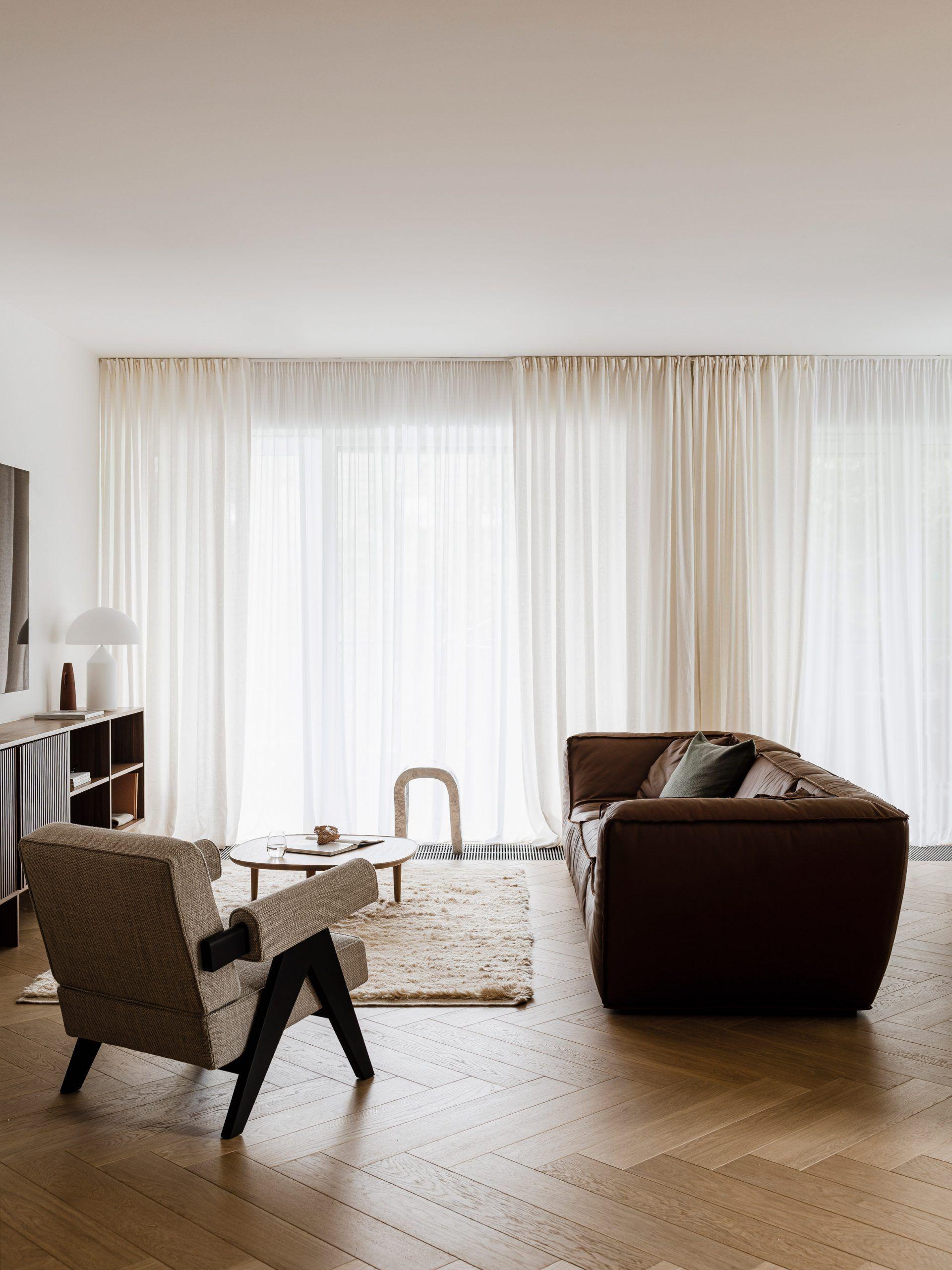 A serene space with the Easy Lounge Sofa Inspiration via #dwell #pierrejeanneret #pierrejeanneretdesign #chandigarhmasterplan #design #interiorarchitecture #1950sdesign #midcenturyfurniture #iconicfurniture #chandigarhdesign #pierrejeanneretfurniture #handmadefurniture #inspiringdesign #interiordesign #interiors #interiorinspiration #midcenturymodern #midcenturymoderndesign #midcenturyfurniture #interiordaily #moderninterior #designdaily