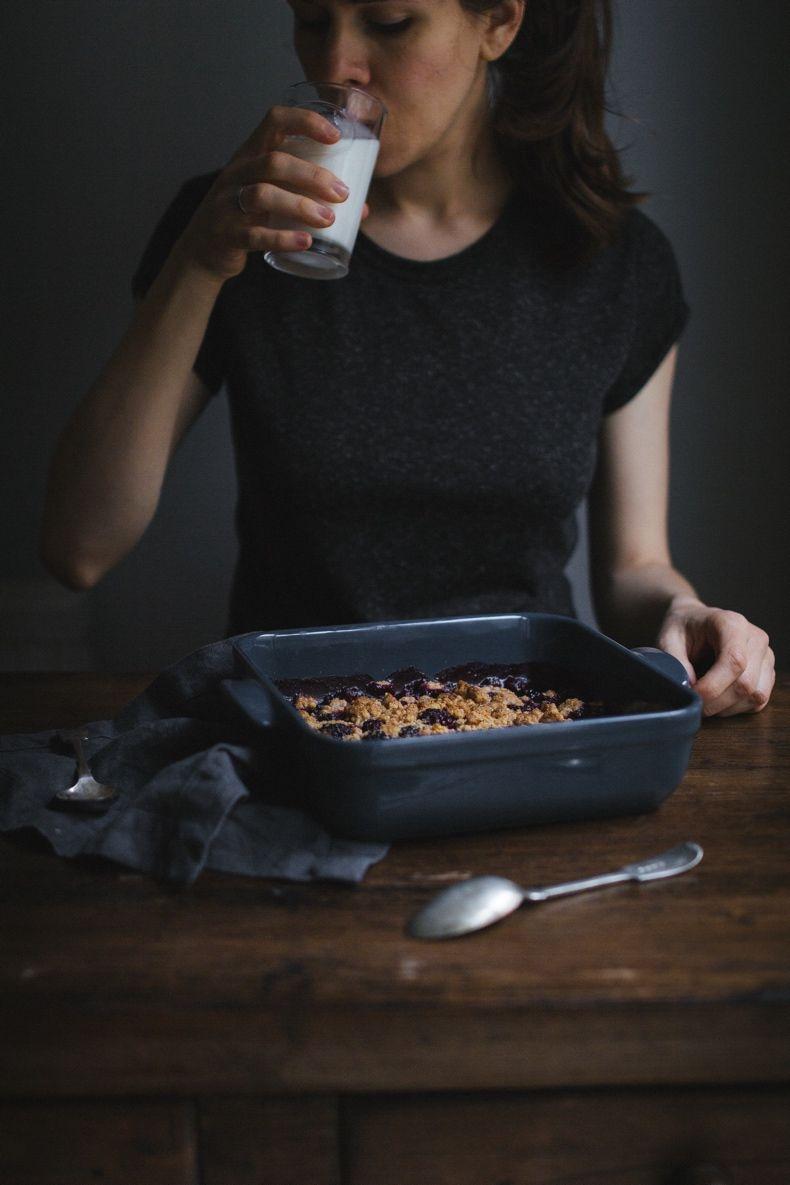 Whole Wheat Blackberry Crumble. More seasonal recipes on Honeytanie.com