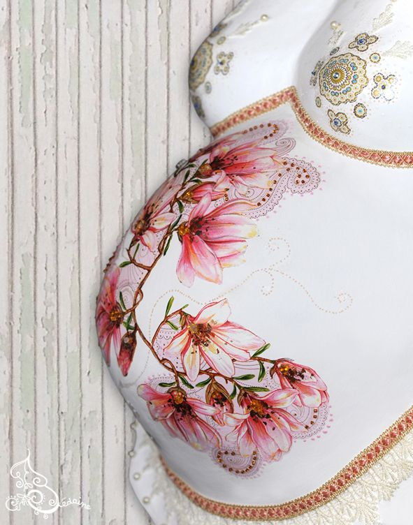 Moulage femme enceinte: Perles et rosée sur la plus précieuse des liliacea...