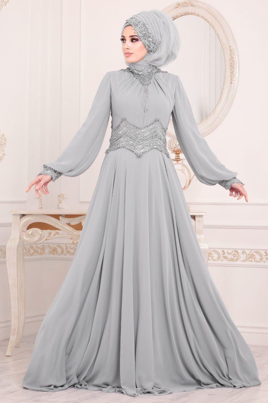 Yeni Sezon Patirti Kampanyali Urunler In 2020 Dresses Evening Dresses Evening Dress Fashion