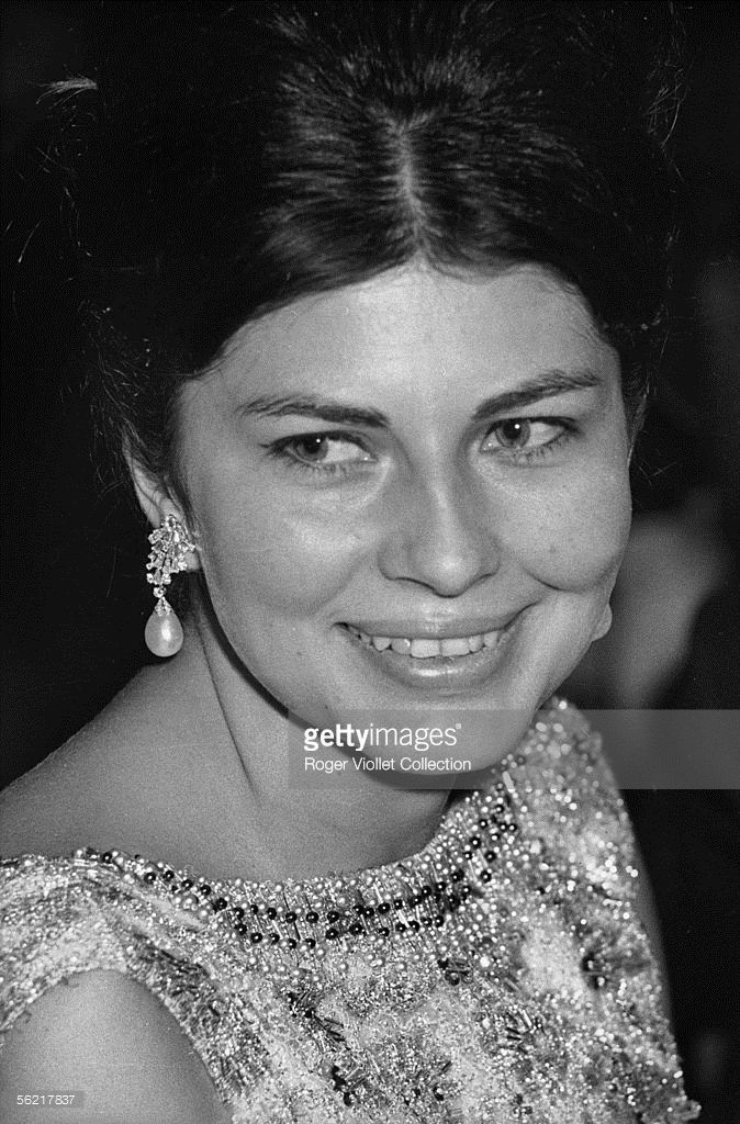 Soraya Esfandiari, Royal princess of Iran, second spouse of the shah Mohammed Reza Pahlavi. Official reception of dance at the Champs-Elysees theatre. Paris, 1963.