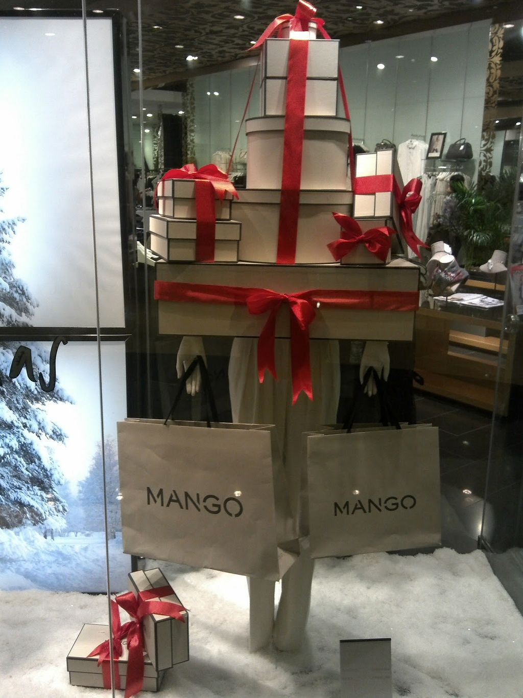 50+ Clever Gift Shop Merchandising Ideas | Hartley Christmas ...