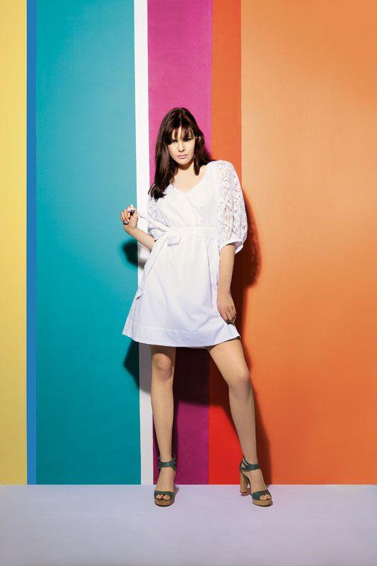Vestido branco com mangas de renda
