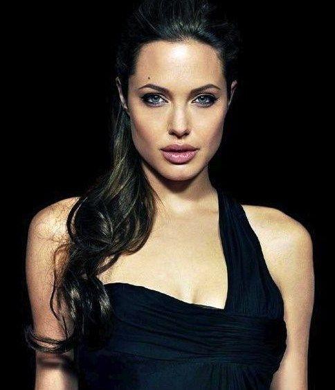 Angelina Jolie Hairstyles Faceshairstylist Com Angelina Jolie Hair Hair Styles Angelina Jolie