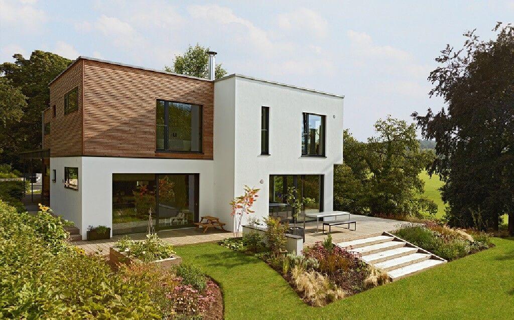 Stadtvilla modern im BauhausDesign mit Holzfassade Haus