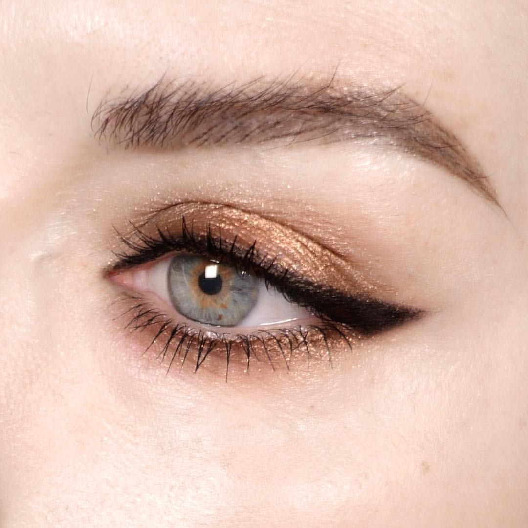 """334 gilla-markeringar, 3 kommentarer - Katie Jane Hughes (@katiejanehughes) på Instagram: """"Bronze dreams - @wander_beauty Exquisite liquid Eyeshadow in bronze, Slide Liner in black sand and…"""""""