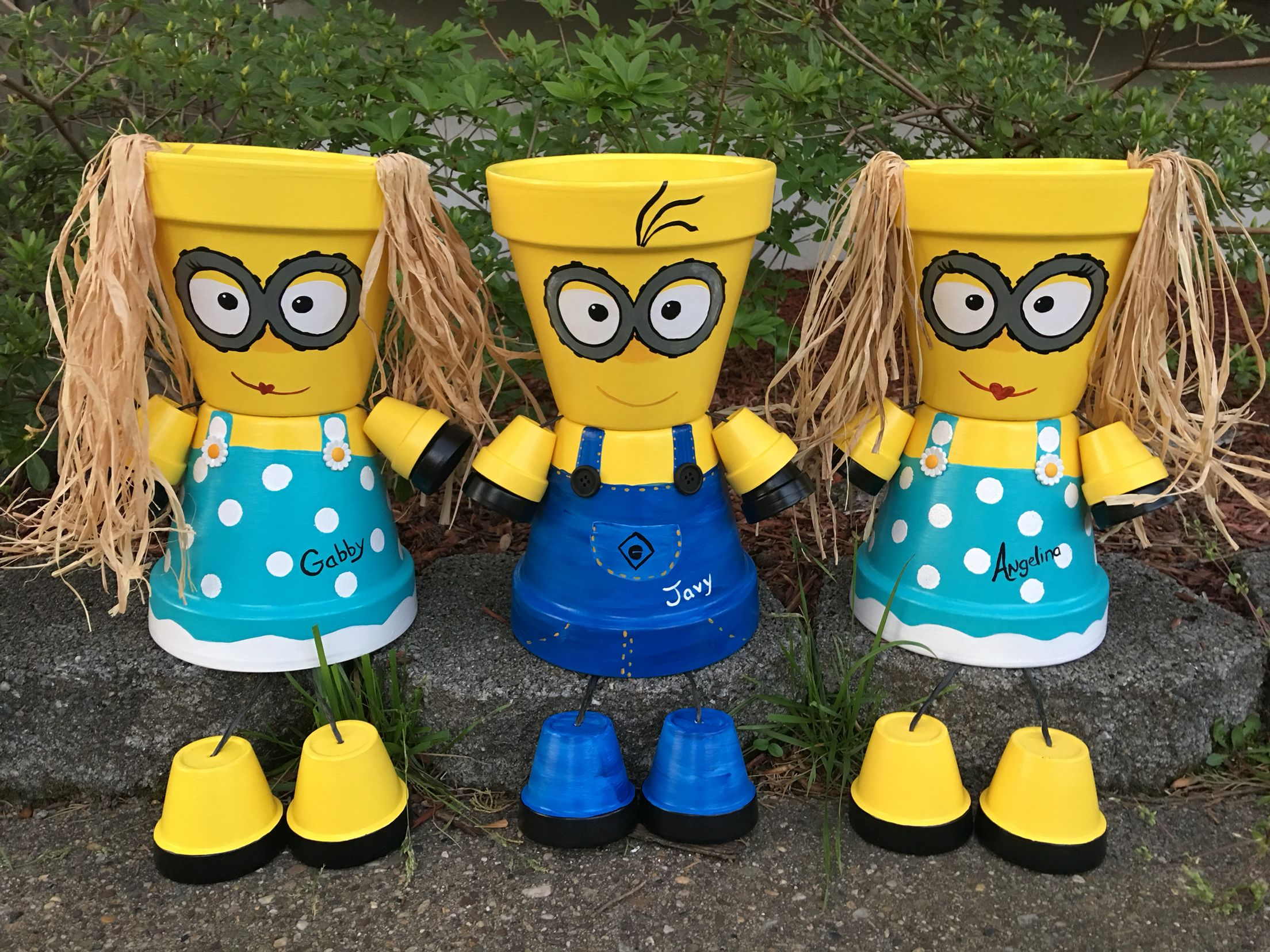 Minion pot people flower pot people pinterest people for Personnage decoration jardin