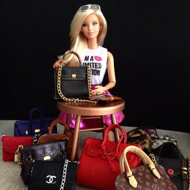 She can't decide... But feels so happy! Trabalho incrível da @barbie_top_model ❤️ super recomendo >> @barbie_top_model #louisvuitton #hermesbag #hermes #hermesbirkin #birkin #bag #dollphotography #dollphotogallery #barbiecollector