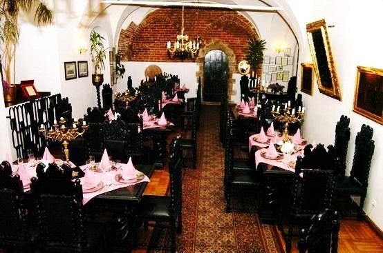 Restauracja Palowa Miesci Sie W Najstarszej Czesci Ratusza Glownego Miasta Gdanska Na Ulicy Dlugiej Wnetrze Restauracji O Typowo Gotyckim Charakterze Z Concert