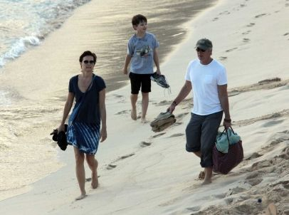 Richard gere wife carey lowell and their son homer james gere richard gere wife carey lowell and their son homer james gere relaxing on the voltagebd Choice Image