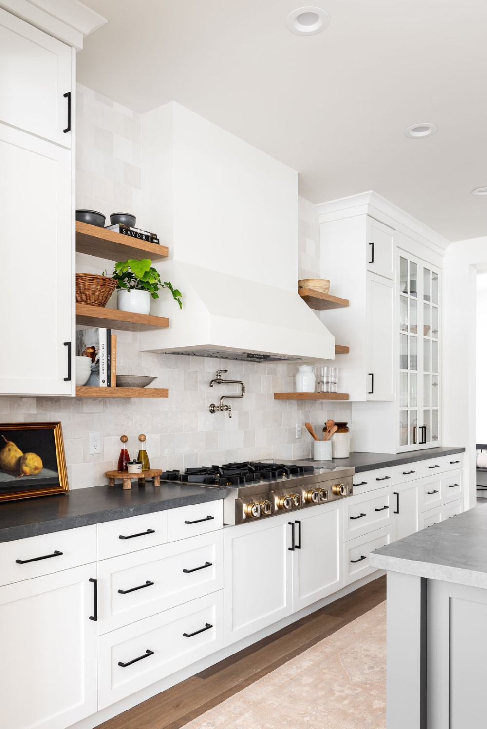 Black & White Transitional Kitchen in 2020 Transitional