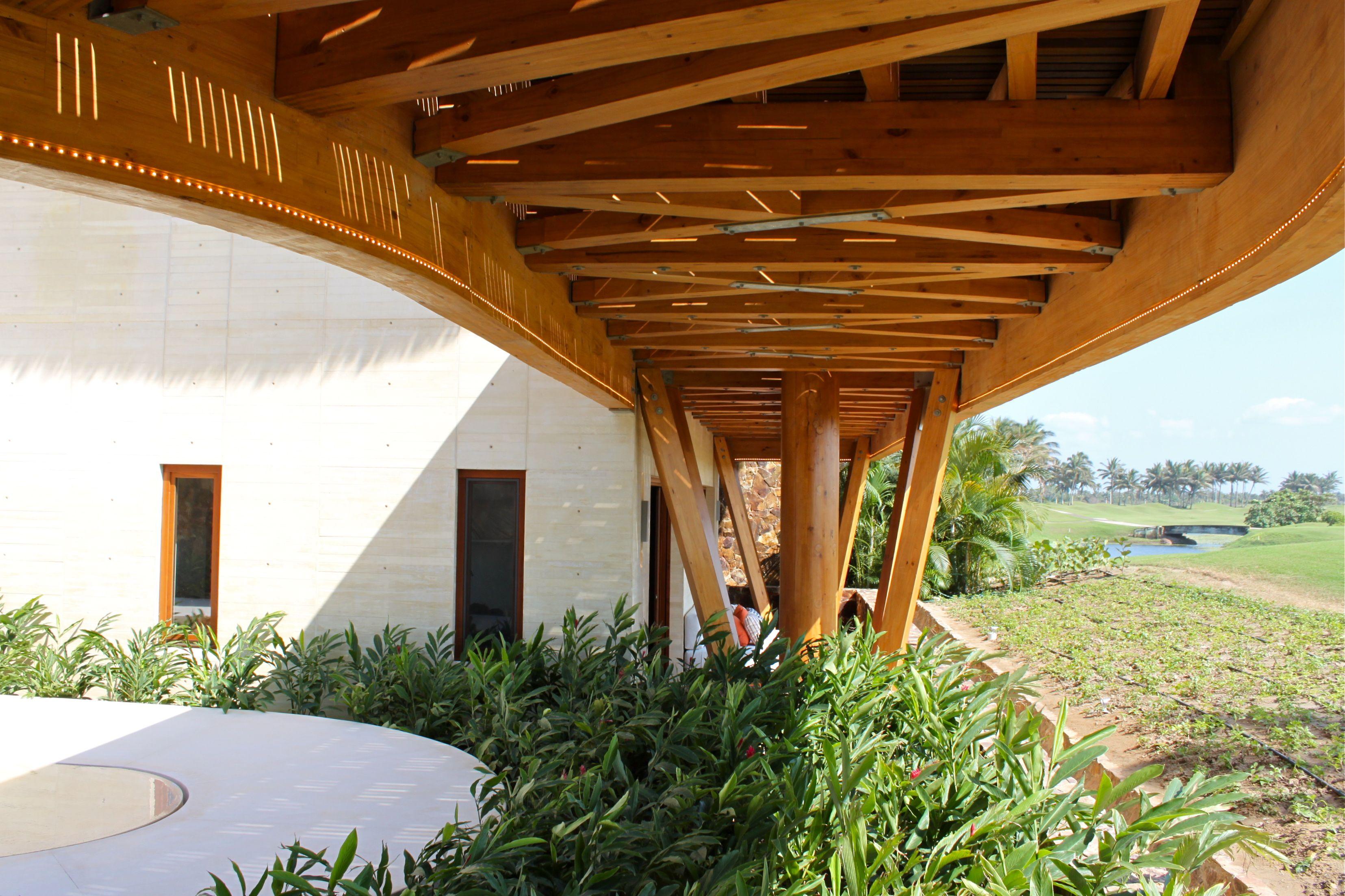 Inntec es una empresa de innovaci n ingenier a dise o y for Puertas de madera para exterior