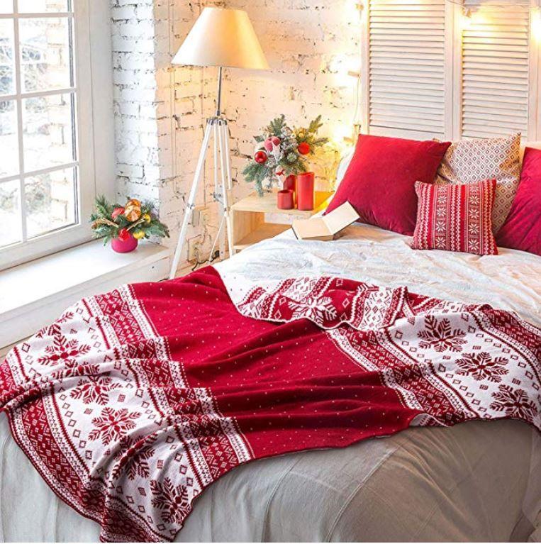 Cozy Winter Homedecor: Red Throw Blanket, Blanket, Winter Bedding
